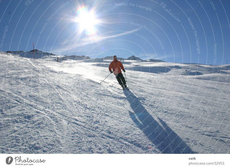 Skifahrer Schwung Gegenlicht Sport Berge u. Gebirge Schnee Schatten Laax Schweiz Berg Sonne