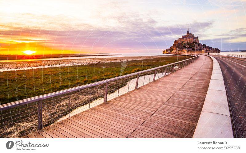 Mont-Saint-Michel von der Brücke Ferien & Urlaub & Reisen Tourismus Meer Insel Landschaft Kirche Architektur Denkmal orange Frankreich Kloster Bucht bretagne