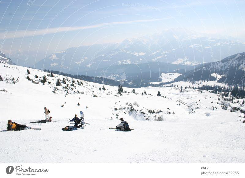 Müde Krieger Schnee Berge u. Gebirge Skifahren Mensch maskulin 6 Alpen Gipfel Schneebedeckte Gipfel Laax Schweiz Bewegung frieren Sport groß sportlich Müdigkeit