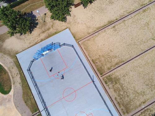 Kind Mensch Jugendliche Erholung Freude Sport Junge Spielen oben hell Park maskulin 13-18 Jahre Aktion Kindergruppe Boden