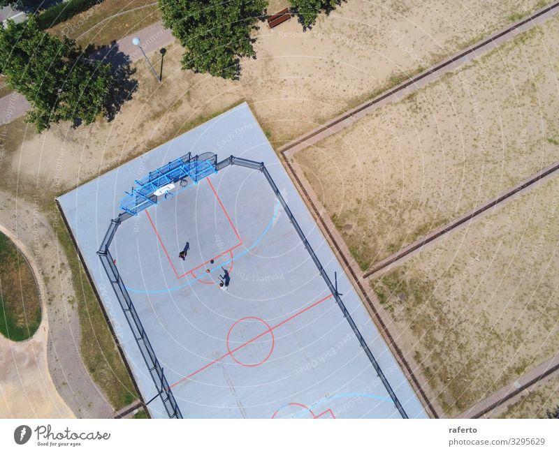 Luftaufnahme von zwei nicht erkennbaren Teenager-Spielkörben Freude Erholung Spielen Sport Kind maskulin Junge Jugendliche 2 Mensch Kindergruppe 13-18 Jahre