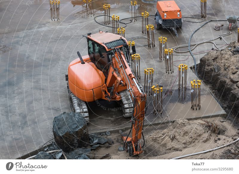 #Baustelle und Fundament Arbeit & Erwerbstätigkeit Beruf Handwerker Arbeitsplatz ästhetisch Industrie Bagger Farbfoto Außenaufnahme