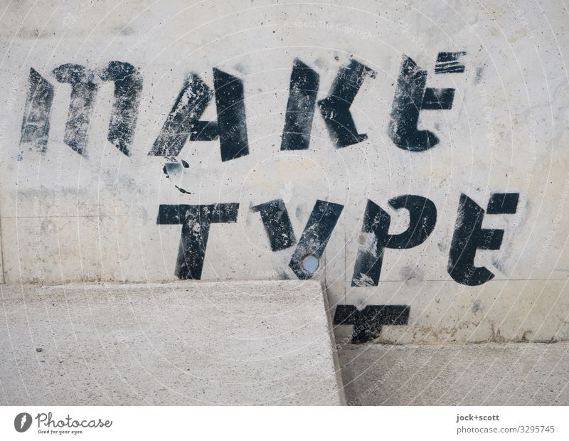 make type transparent Straßenkunst Mauer Wand Treppe Beton Wort Englisch Typographie fest einzigartig nah unten grau Stimmung Verschwiegenheit zurückhalten