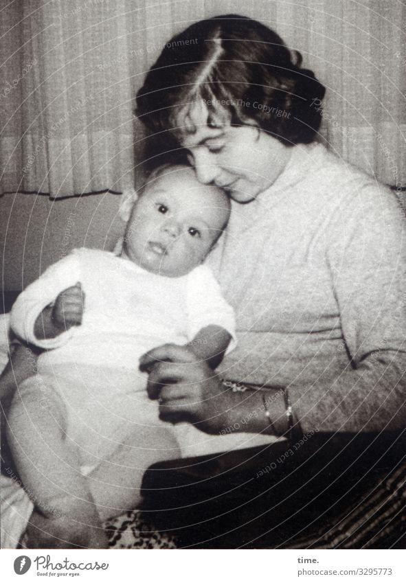Rampenlicht (II) maskulin feminin Baby Frau Erwachsene Mutter 2 Mensch beobachten Denken festhalten sitzen warten Fürsorge Nostalgie Wandel & Veränderung
