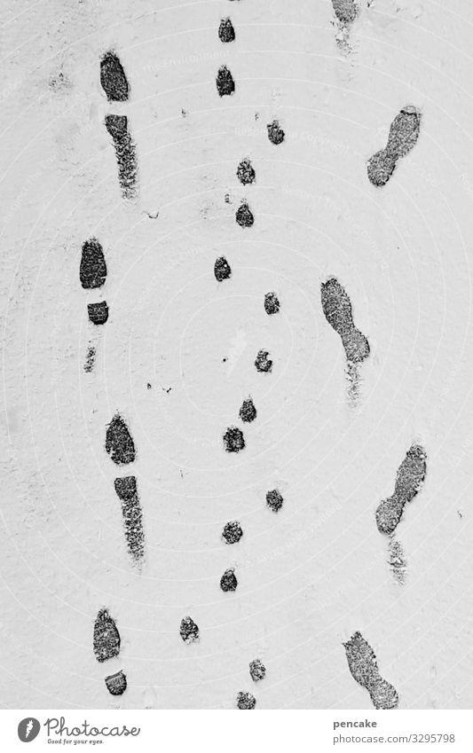eiszeit | gassi gehen Natur Urelemente Winter Wetter Eis Frost Schnee authentisch kalt Fußspur Hund Mensch Spaziergang Wege & Pfade Schwarzweißfoto