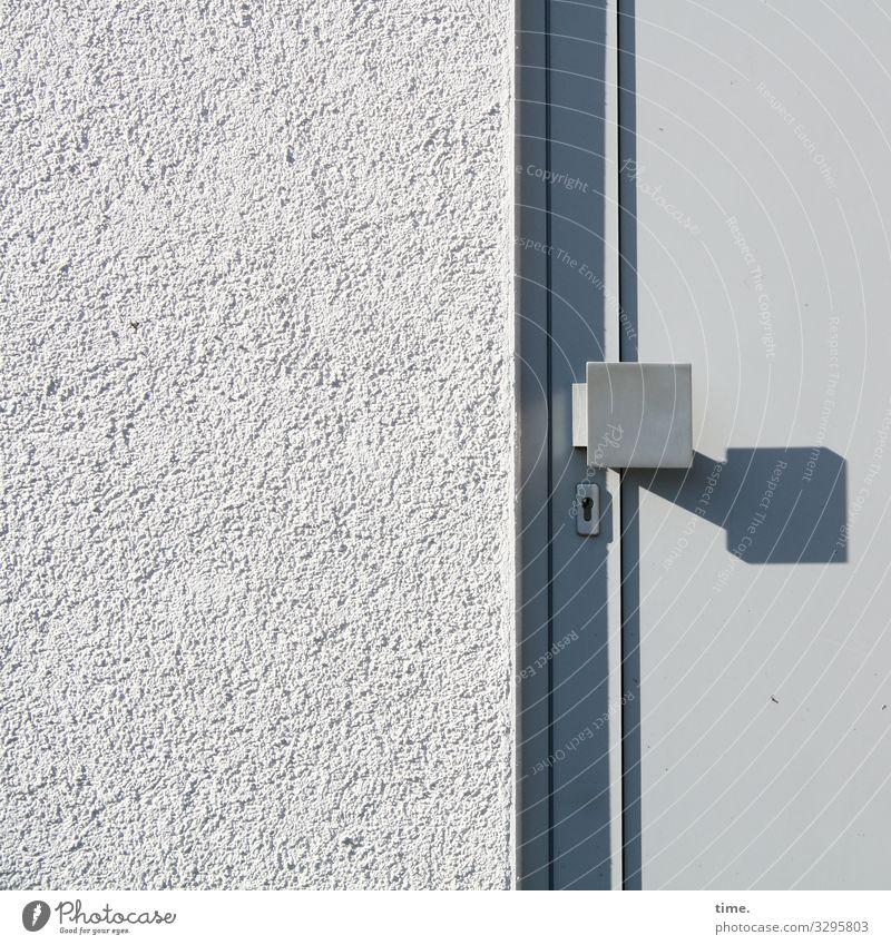 Entrees (IX) Haus Mauer Wand Fassade Tür Griff Türschloss Putz Stein Kunststoff Linie Streifen eckig grau vernünftig Ordnungsliebe Reinlichkeit Sauberkeit