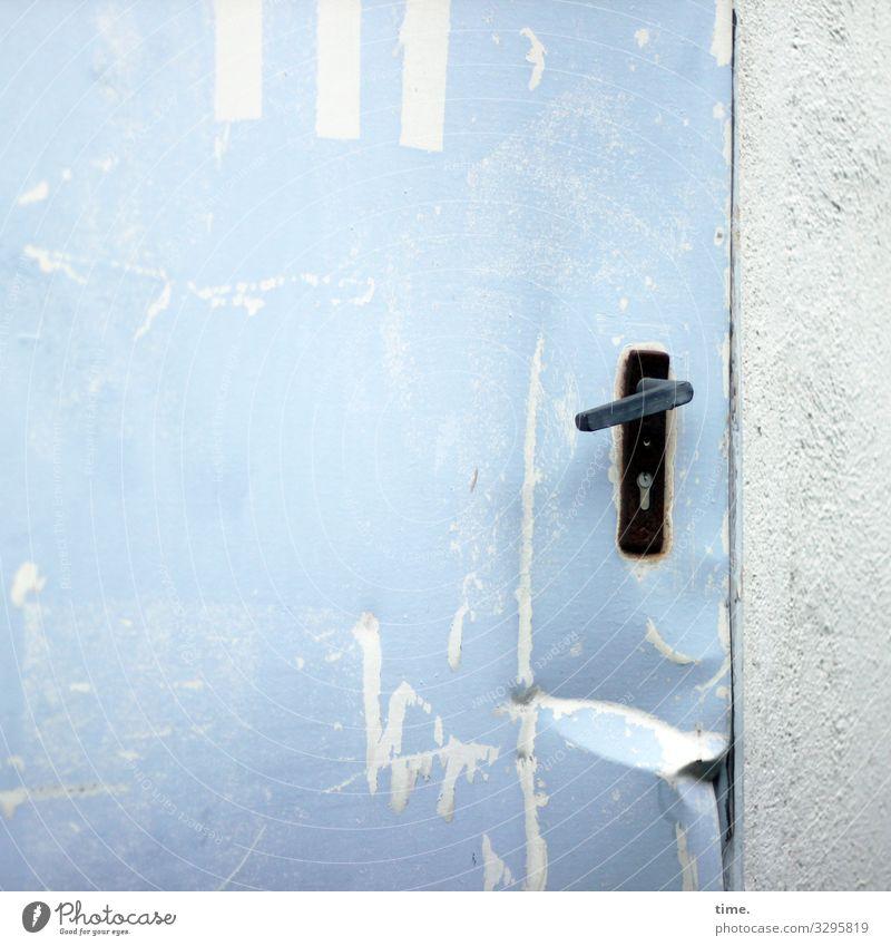 Entrees (XX) Bauwerk Lager Mauer Wand Tür Griff Beule Stein Metall einfach gruselig hässlich hell kaputt rebellisch trashig Stadt blau grau schwarz weiß Leben