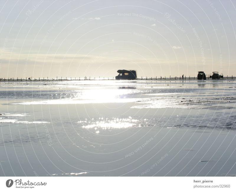 Flut um sechs Wasser Sonne Strand Wellen Camping Wohnmobil