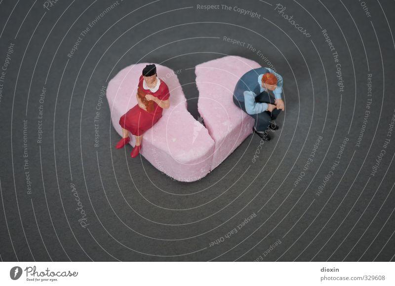 broken hearts are for... Mensch Frau Erwachsene Mann Paar Herz sitzen kaputt süß Traurigkeit Sorge Liebeskummer Schmerz Enttäuschung Einsamkeit schuldig