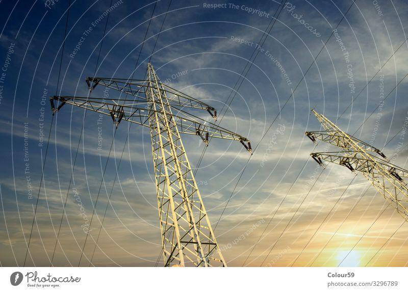 Hochspannung Elektrizität Mast Energiewirtschaft Stahl Kraft Strom Stromleitung Starkstrom Sommer Hochspannungsleitung Gerüst Elektrik Industrie Farbfoto