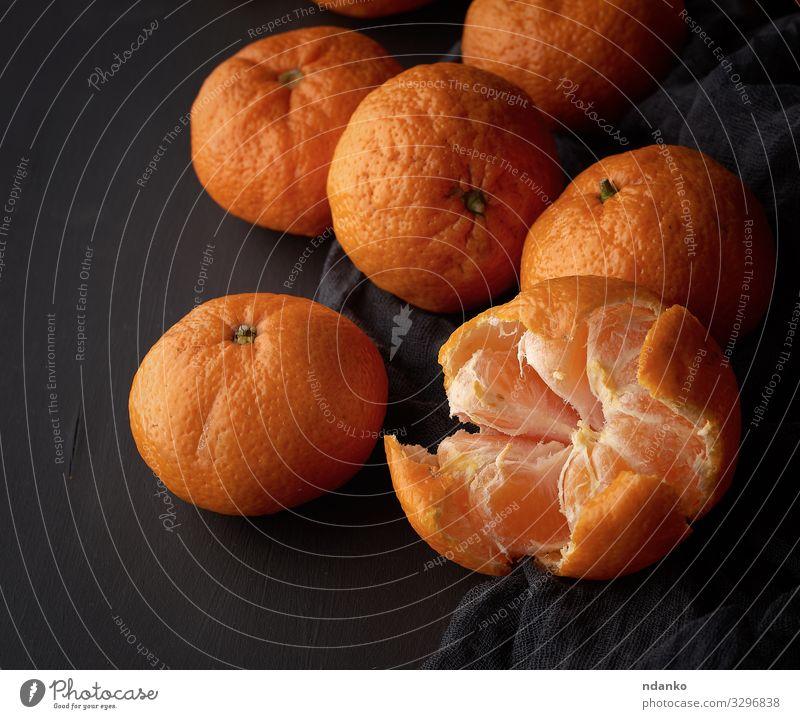 geschälte reife Orangen-Mandarine Frucht Dessert Vegetarische Ernährung Saft Tisch Natur Holz frisch natürlich saftig gelb schwarz Ackerbau organisch ungeschält