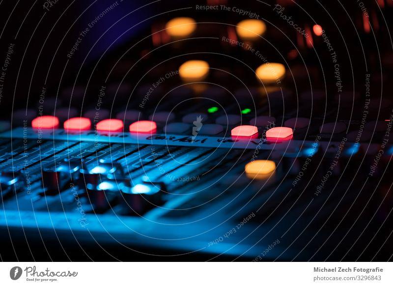 Linie Musik Technik & Technologie Medien Schreibtisch Gleichgewicht digital Konzert Kontrolle Kanal Knöpfe Entertainment Musiker Klang mischen elektronisch