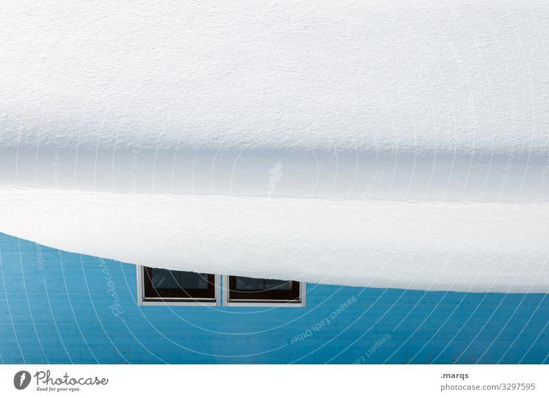 Überhang blau weiß Winter Fenster kalt Schnee Gebäude Fassade Klima Dach viele