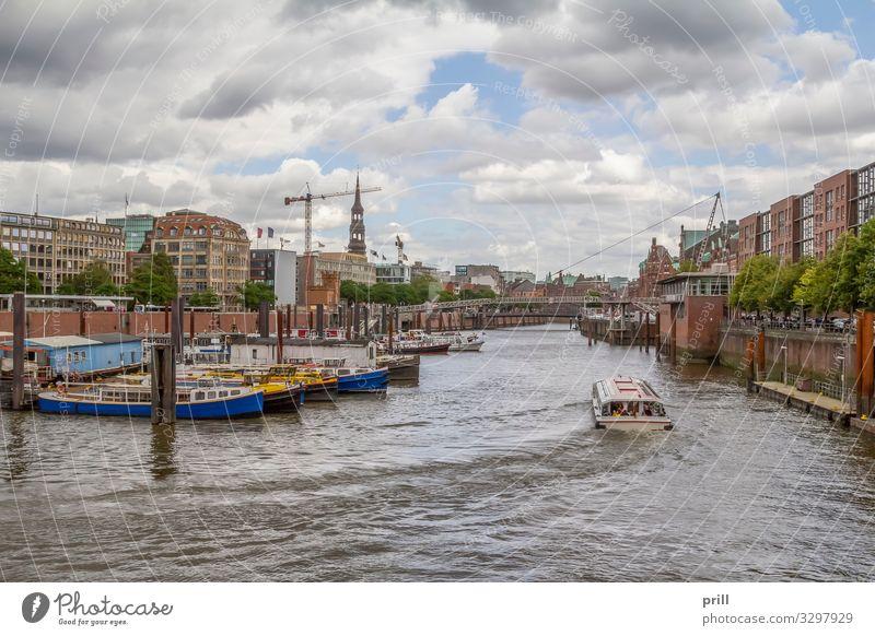 around Port of Hamburg Tourismus Wasser Küste Bach Fluss Stadt Hafenstadt Bauwerk Gebäude Architektur Verkehr Wasserfahrzeug authentisch Hamburger Hafen