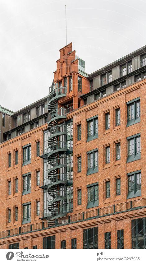 Speicherstadt in Hamburg Kultur Bauwerk Gebäude Architektur Mauer Wand Treppe Fassade Backstein alt historisch rund rot Tradition Alte Speicherstadt Spirale