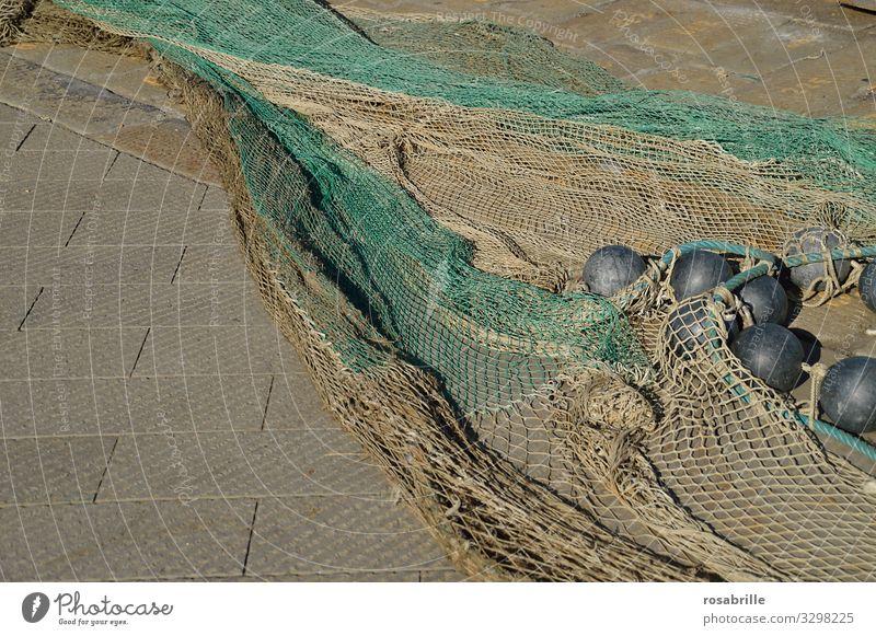 Fischernetz | Seilschaft Netz fischen Fische fangen Fang Beruf Nahrungsbeschaffung Equipment Ausrüstung Seile Netze trocknen ausgebreitet Boje Schwimmer