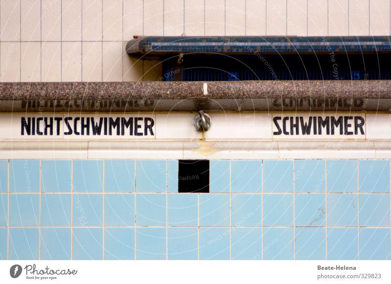 Geteilte Gesellschaft Wellness Schwimmen & Baden Freizeit & Hobby Fitness Sport-Training Wassersport Sportstätten Schwimmbad Stadt Gebäude Mauer Wand Stein alt