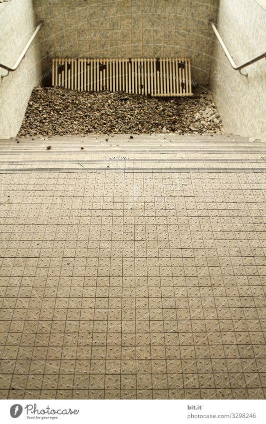 Heizungsausfall Wand kalt Mauer Arbeit & Erwerbstätigkeit Treppe kaputt Baustelle Bad Schwimmbad Fliesen u. Kacheln Dienstleistungsgewerbe Handwerk Arbeitsplatz