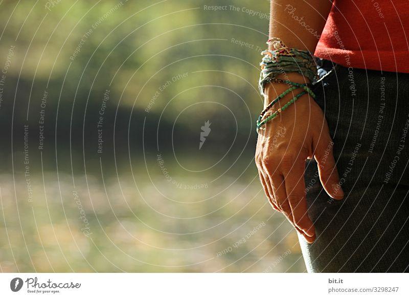Hautsache l Armbänder am Arm Natur schön Umwelt Freundschaft Schnur Schmuck Armband Freundschaftsbändchen