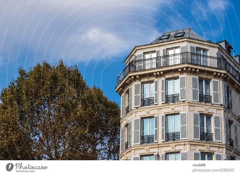 Blick auf ein Gebäude in Paris, Frankreich Erholung Ferien & Urlaub & Reisen Tourismus Städtereise Haus Wolken Herbst Baum Stadt Hauptstadt Architektur