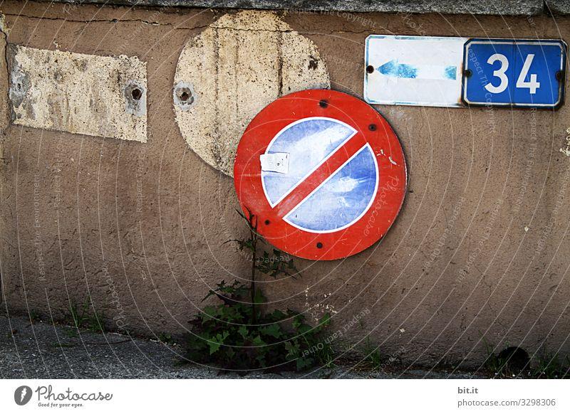 Schiebung Stadt Mauer Wand Fassade Verkehr Straßenverkehr Verkehrsunfall Zeichen Ziffern & Zahlen Schilder & Markierungen Hinweisschild Warnschild