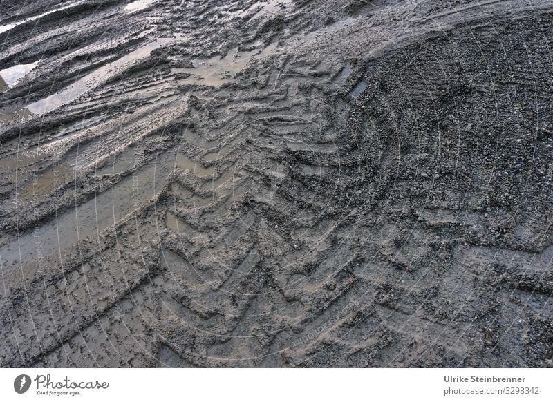 Strukturiert Verkehr Verkehrswege Güterverkehr & Logistik Lastwagen dreckig dunkel nass grau Wege & Pfade Profil Profiltiefe Reifenprofil Abdruck Eindruck