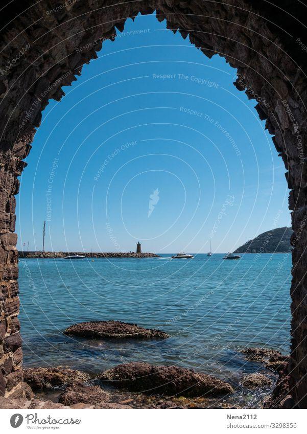 weitsicht   Fernweh Ferien & Urlaub & Reisen blau Meer Erholung ruhig Reisefotografie Fenster Architektur Gebäude Horizont Tür Sehenswürdigkeit Bauwerk Hafen