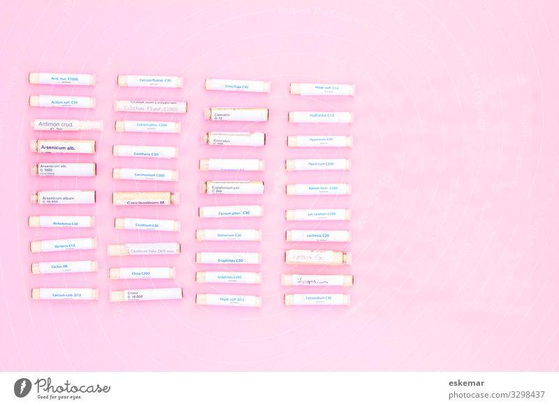 Globuli Gesundheit Gesundheitswesen Behandlung Alternativmedizin Krankheit Medikament Kügelchen Kugel viele rosa alternativ Hahnemann Gläschen Tollkirsche
