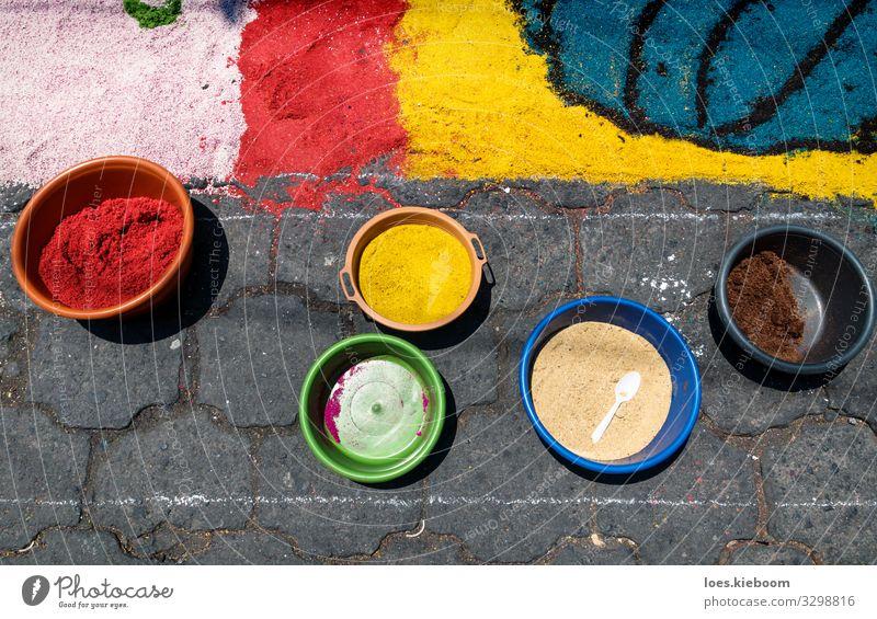 Bowls with sawdust for Easter alfombra, Guatemala Design Ferien & Urlaub & Reisen Tourismus Ferne Sightseeing Städtereise Kunst Künstler Kunstwerk Veranstaltung