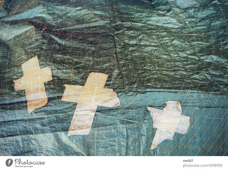 Aufatmen Abdeckung Klebeband Rest Kreuz Kunststoff glänzend trashig trösten Religion & Glaube Zufall Symbole & Metaphern Christliches Kreuz Farbfoto