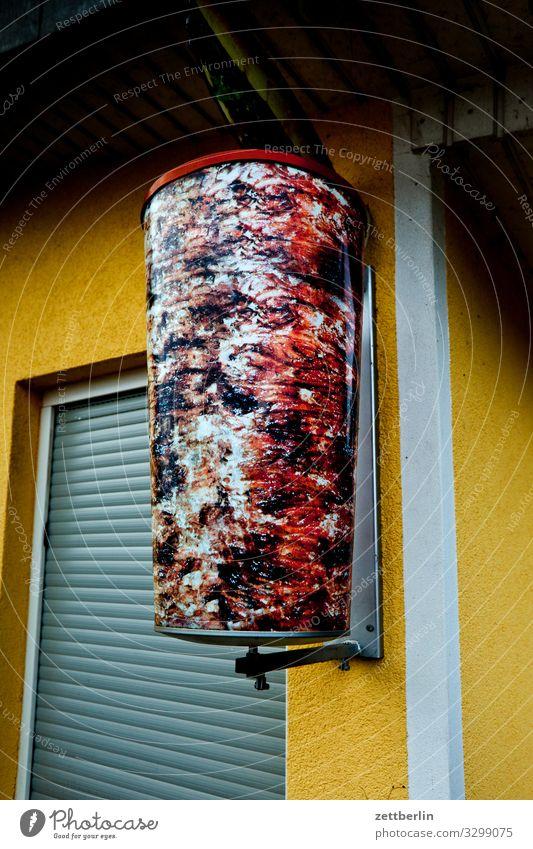 Lecker Döner Kebab gyros Fleisch aufgespiesst Fleischspieß Gesunde Ernährung Speise Essen Foodfotografie Imbiss Kiosk Jalousie geschlossen Geschäftszeiten