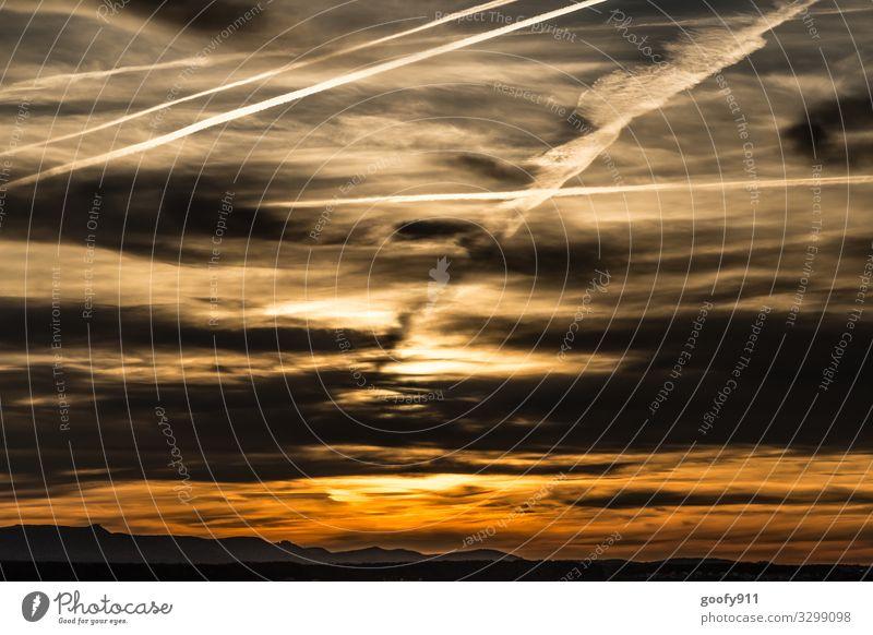 Der Himmel brennt Ferne Freiheit Sonne Umwelt Natur Landschaft Wolken Horizont Sonnenaufgang Sonnenuntergang Sonnenlicht Berge u. Gebirge glänzend genießen