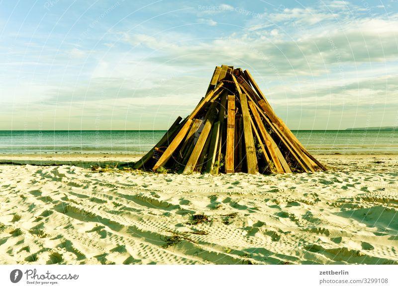 Feuer am Strand Insel Küste Landschaft Mecklenburg-Vorpommern Meer Menschenleer Ostsee Rügen Textfreiraum Ferien & Urlaub & Reisen Wellen Horizont Ferne Holz