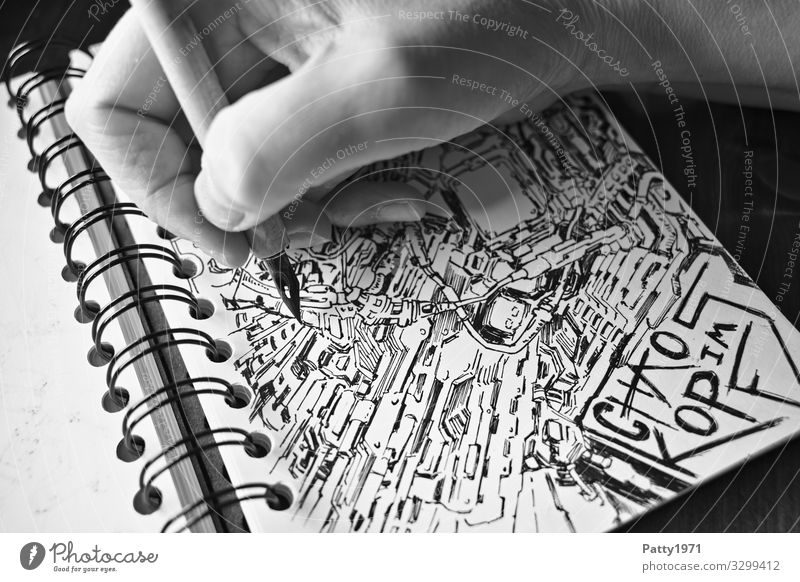 Detailaufnahme einer Hand, die mit einer Zeichenfeder bizarre, surreale Formen und Strukturen in ein Skizzenbuch zeichnet 1 Mensch Kunst Künstler Maler