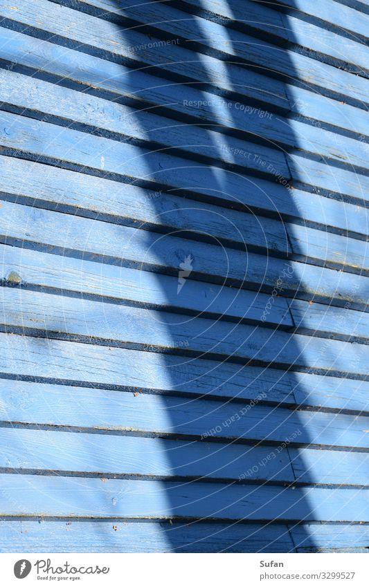 Schatten Holzwand Umwelt Baum Hütte Bauwerk Ferienhaus eckig einfach Spitze blau ruhig Natur Ferien & Urlaub & Reisen Holzgestell Farbfoto Außenaufnahme