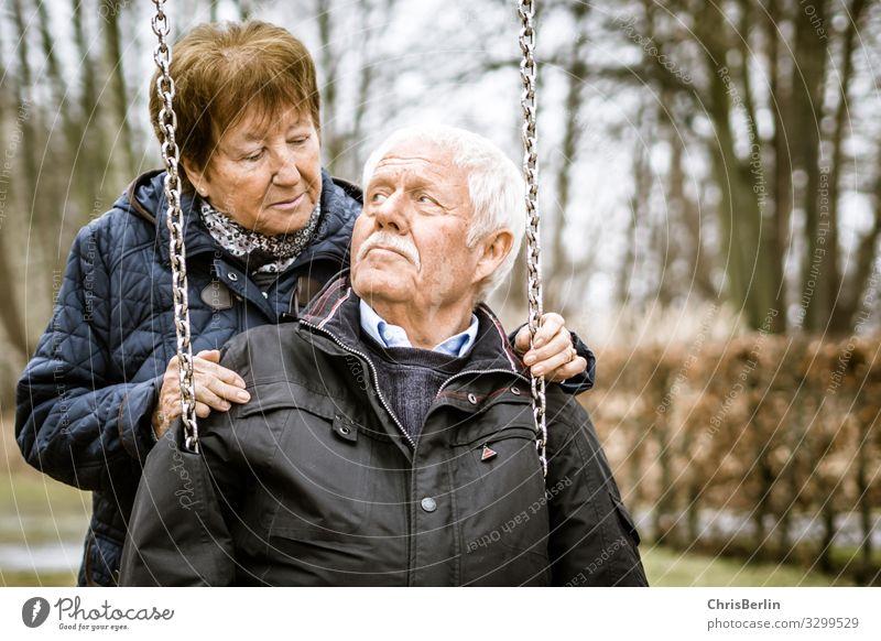 Zuneigung auch noch nach 60 gemeinsamen Jahren Frau Mensch Mann alt Erwachsene Herbst Liebe Senior Gefühle Glück Paar Zusammensein Freundschaft Zufriedenheit