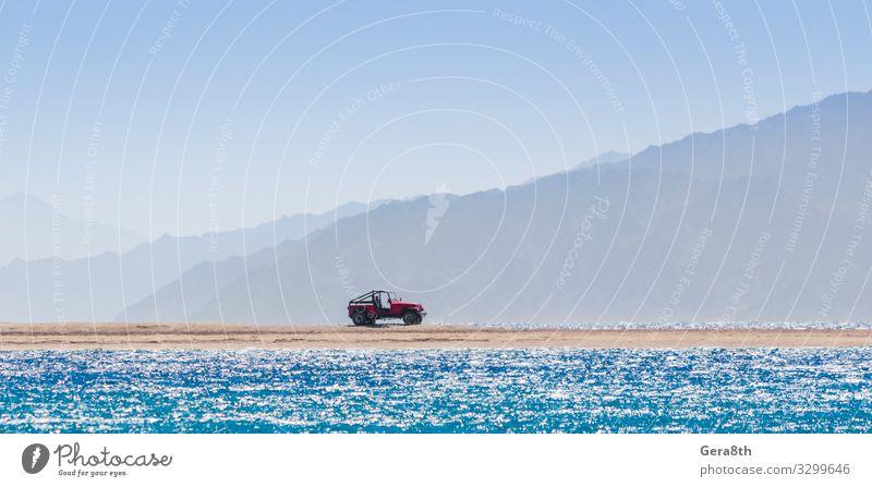 Geländewagen auf einer Insel im Roten Meer in Ägypten Ferien & Urlaub & Reisen Tourismus Ausflug Abenteuer Sommer Strand Wellen Berge u. Gebirge Natur
