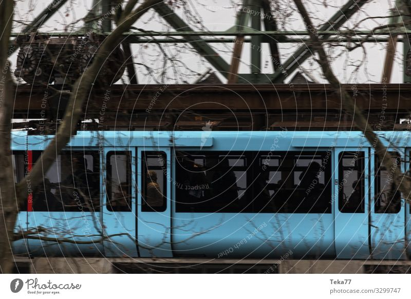 #Schwebebahn #Wuppertal #4 Ferien & Urlaub & Reisen Winter Verkehr Verkehrsmittel Verkehrswege Personenverkehr Schienenverkehr Bahnfahren Eisenbahn Hochbahn