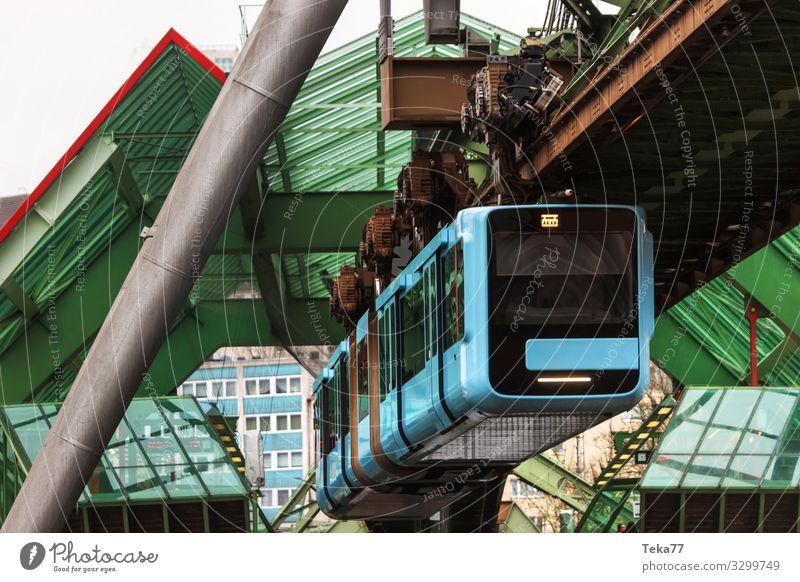#Schwebebahn #Wuppertal #1 Ferien & Urlaub & Reisen Winter Verkehr Verkehrsmittel Verkehrswege Personenverkehr Öffentlicher Personennahverkehr Schienenverkehr