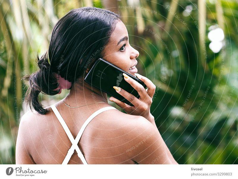 Frau Mensch Natur Jugendliche Junge Frau Pflanze blau schön grün Hand schwarz 18-30 Jahre Gesicht Straße Auge Lifestyle