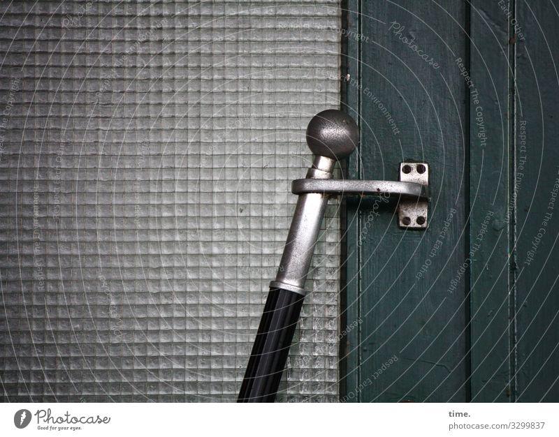 Entrees (24) tür eingang knauf metall glas glastür verbundglas holz zu verschlossen tageslicht grenze oldstyle hauseingang design handlauf türöffner