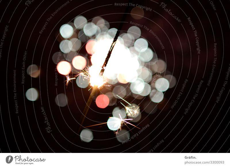 Glitzeriges neues Jahr Party Silvester u. Neujahr Dekoration & Verzierung Wunderkerze Feuerwerk glänzend leuchten Kitsch rot schwarz weiß Gefühle Freude