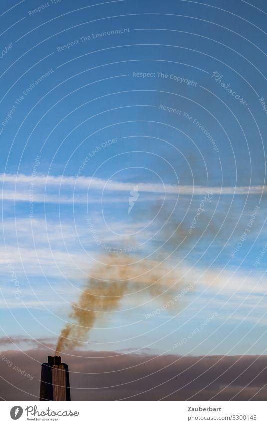 Schwarzer Schornstein vor blauem Himmel Ferien & Urlaub & Reisen Wolken Umwelt braun Technik & Technologie gefährlich Klima bedrohlich Zukunftsangst Schifffahrt
