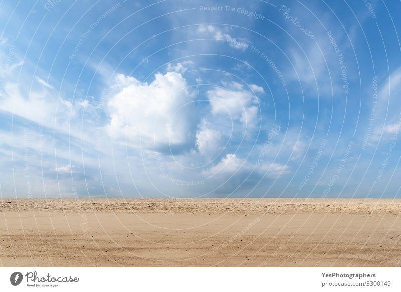 Strand und Wolkenlandschaft. Sonniger Sommerstrand auf der Insel Sylt Ferien & Urlaub & Reisen Landschaft Sand Horizont Klimawandel Schönes Wetter Nordsee Glück
