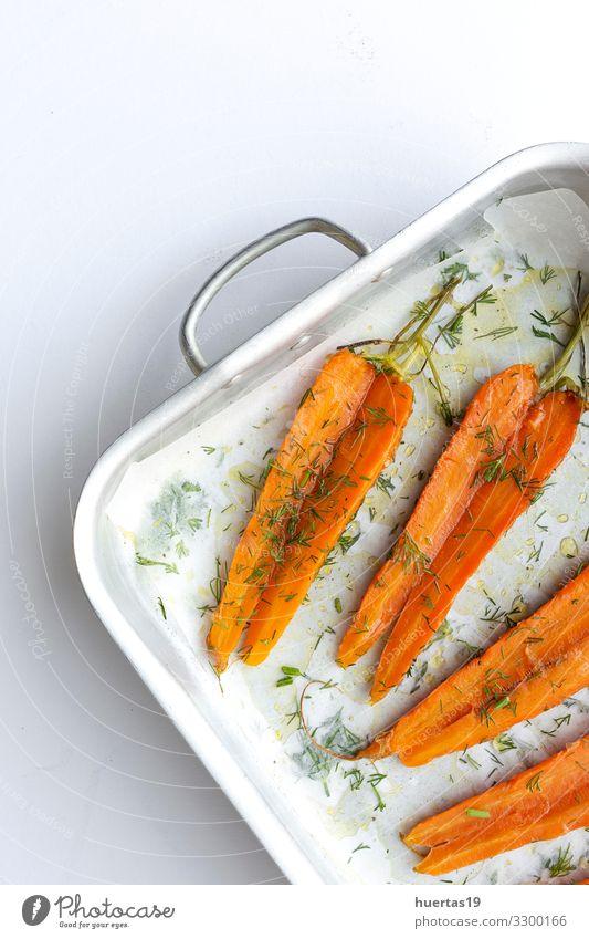 Leckere geröstete Karotten von oben Lebensmittel Gemüse Kräuter & Gewürze Ernährung Mittagessen Abendessen Vegetarische Ernährung Diät Slowfood Lifestyle
