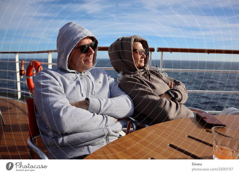 Hoodie-Couple Zufriedenheit Erholung Ferien & Urlaub & Reisen Tourismus Ferne Kreuzfahrt Sonne Frau Erwachsene Mann Partner 2 Mensch 45-60 Jahre
