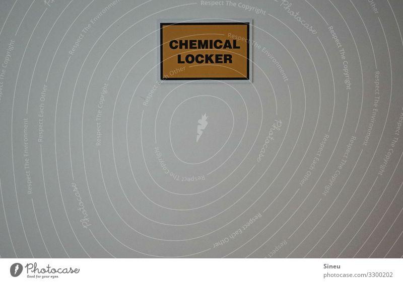 Chemisch locker bleiben. Zeichen Schriftzeichen Ziffern & Zahlen Schilder & Markierungen Hinweisschild Warnschild gelb weiß Ordnungsliebe Wissen Rauschmittel