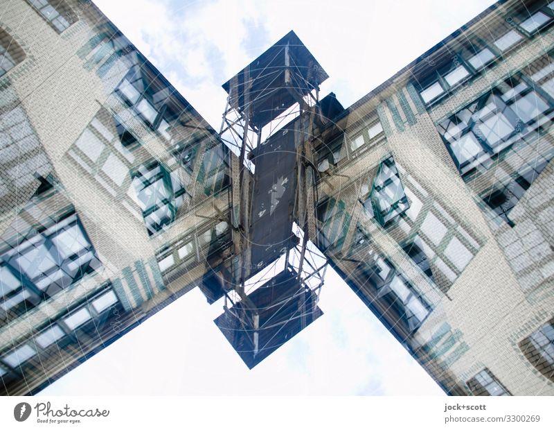 Gewerbliches Gebäude doppelt gemoppelt Architektur Gewerbebau Fassade Lastenaufzug eckig groß einzigartig oben verrückt Stimmung Einigkeit chaotisch Kreativität