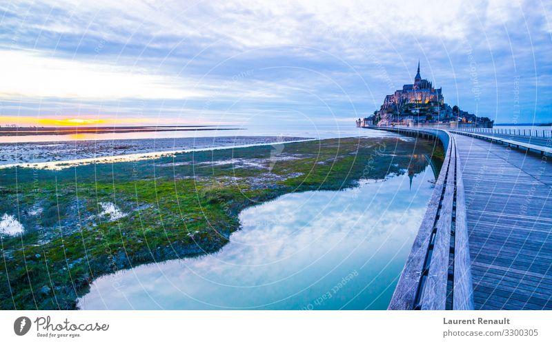 Mont-Saint-Michel von der Brücke Ferien & Urlaub & Reisen Tourismus Meer Insel Landschaft Architektur Denkmal blau Frankreich Kloster Bucht bretagne Europa