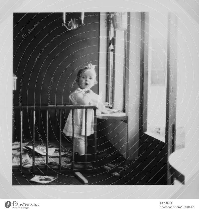 ein fall für   kreatives chaos Mensch Einsamkeit Freude Mädchen Fenster feminin Spielen Freizeit & Hobby retro Kindheit Kreativität Lebensfreude lernen Schutz